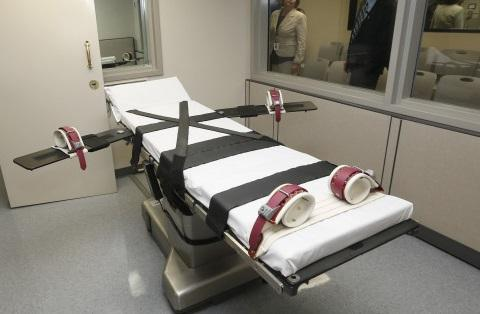 Lethal injection chamber, USA. (c) Associated Press.